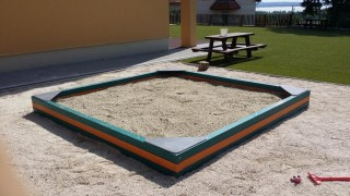 BA-11-fa-homokozó (9m2)